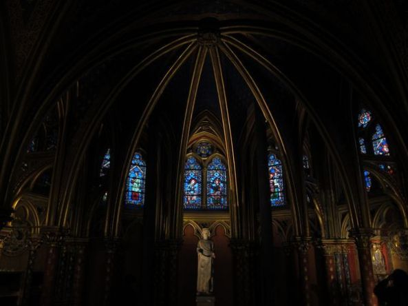 Interior de la capilla inferior de St-Chapelle
