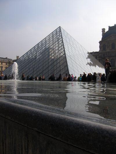 Gran Pirámide del Louvre.