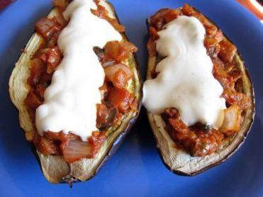 Berenjenas rellenas vegetarianas especiadas con salsa de yogur y mostaza 16