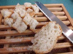 Ensalada de pan duro y queso