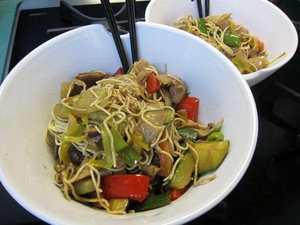 fideos chow mein con verduras