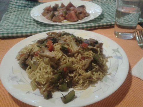 Fideos chow mein con verduras, por Inma Torres