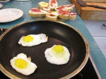 huevos-de-codorniz-con-jamon-serrano-