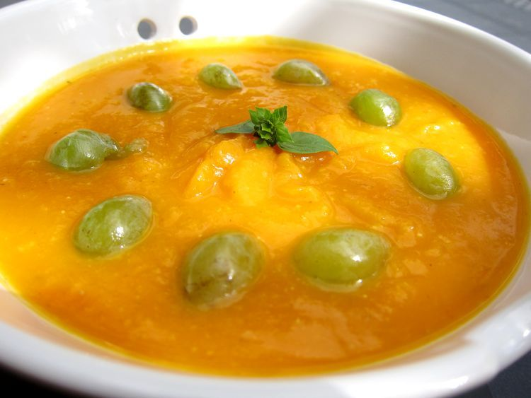crema de calabaza al curry con uvas