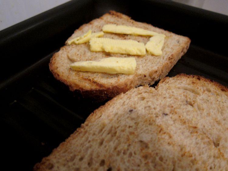 Tosta de jamón serrano y huevo poché