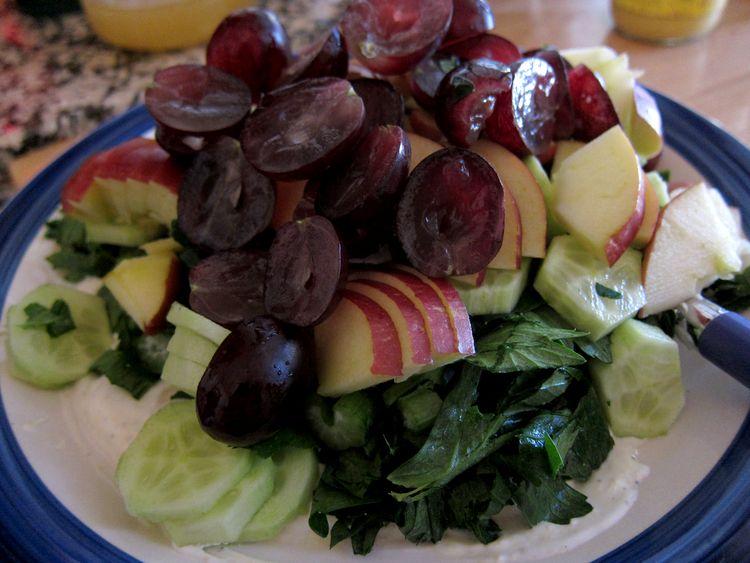 ensalada-de-apio-manzana-y-uvas-05