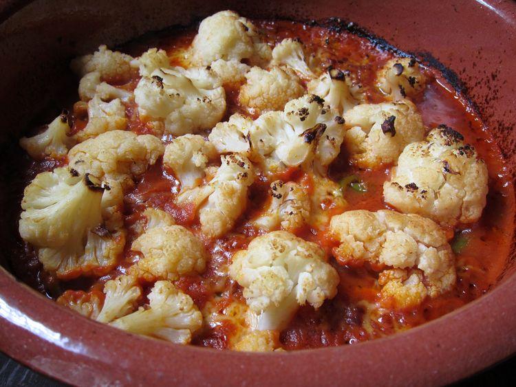 coliflor gratinada con salsa de tomate