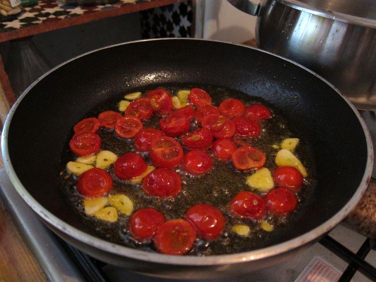 tallarines-con-rucula-mozarella-y-cherries-caramelizados-03