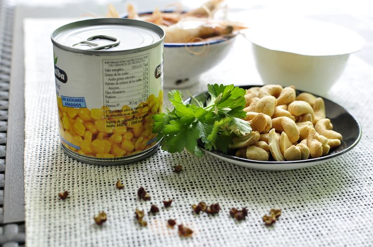 sopa-fria-de-maiz-gambas-y-anacardos-01
