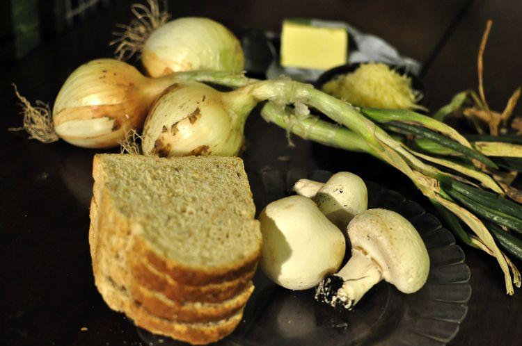 sandwich-vegetariano-de-champiñones-cebolleta-y-queso-01