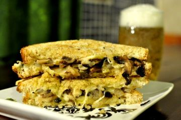 sandwich-vegetariano-de-champinones-cebolleta-y-queso-10