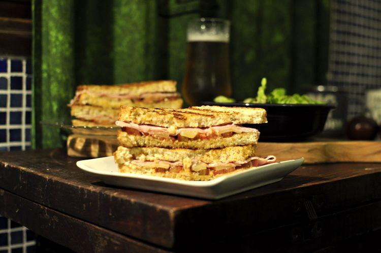 sandwich-jamon-cocido-emmental-kumato-09