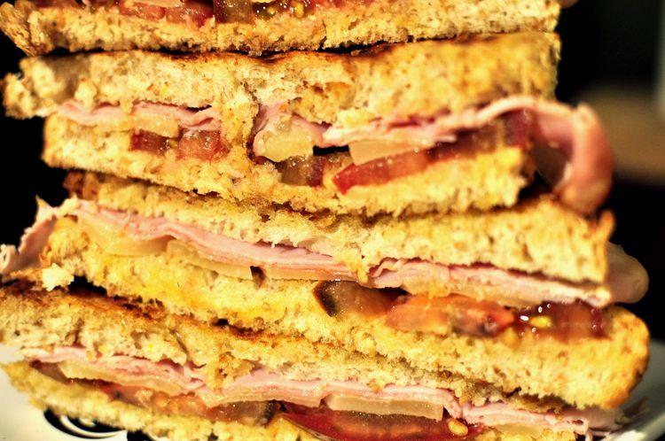 sandwich-jamon-cocido-emmental-kumato-10