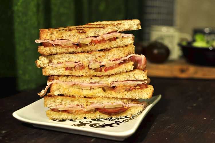 sandwich-jamon-cocido-emmental-kumato-12