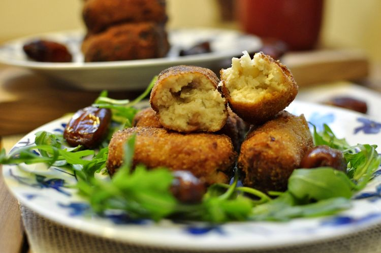 croquetas de dátiles y queso gorgonzola