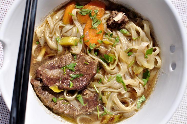 sopa-de-fideos-udon-con-ternera-y-jengibre-08
