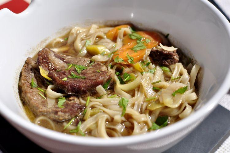 sopa-de-fideos-udon-con-ternera-y-jengibre-09