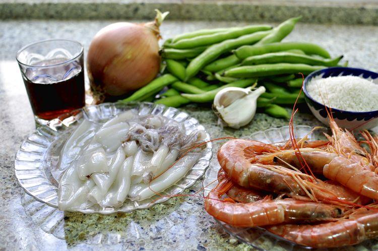 arroz-con-calamares-gambones-y-habas-01