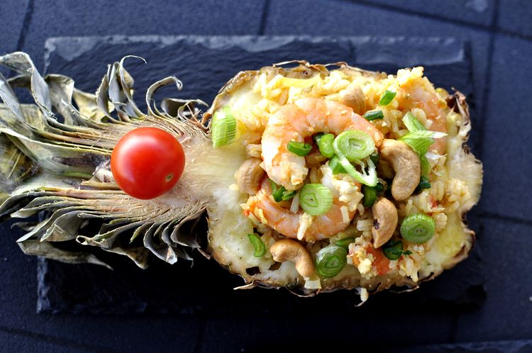 arroz frito con piña tailandes (Khao Pad Saparod)