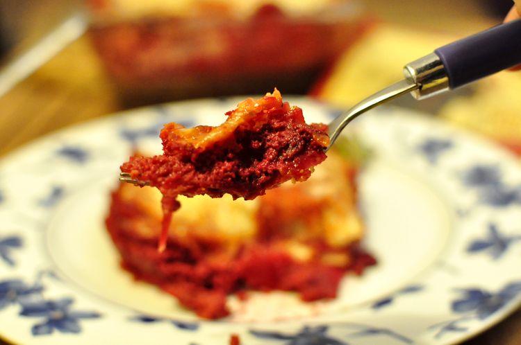 lasaña vegetal de remolacha y ricotta