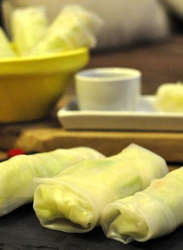 rollitos vietnamitas de mango, aguacate y langostinos