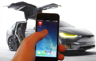 Tesla идентифицирует владельца по смартфону