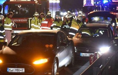 Tesla отремонтирует машину водителя-спасателя