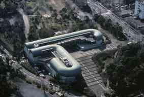 Biblioteca Central de Kitakyushu. 1973-74. Fukuoka, Japón.