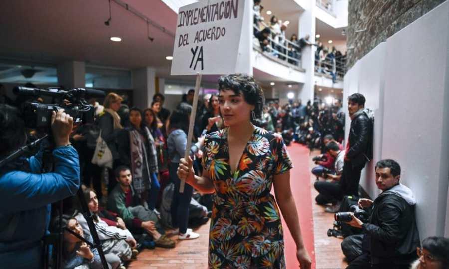 Día Internacional de la Paz desfile de modas FARC Colombia