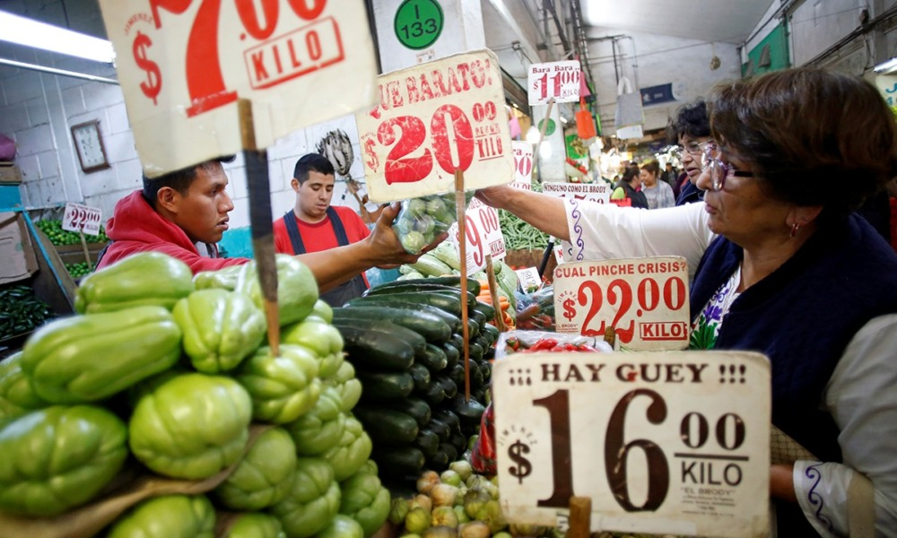 Consumidores mexicanos (Reuters)