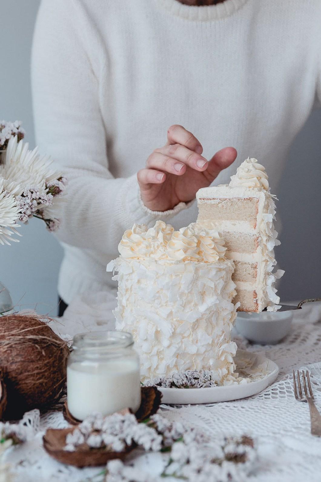 white_coconut_cake_-7509