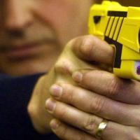 El Macrismo habilitó el uso de las pistolas Taser para las fuerzas de seguridad