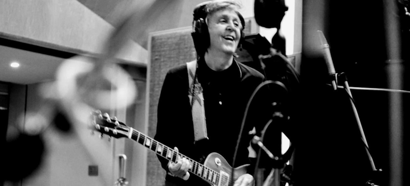 Paul McCartney publicó un par de sencillos y anunció fecha para su nuevo álbum.