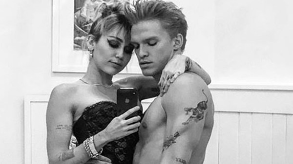 Miley Cyrus actuó como directora del video de Cody Simpson