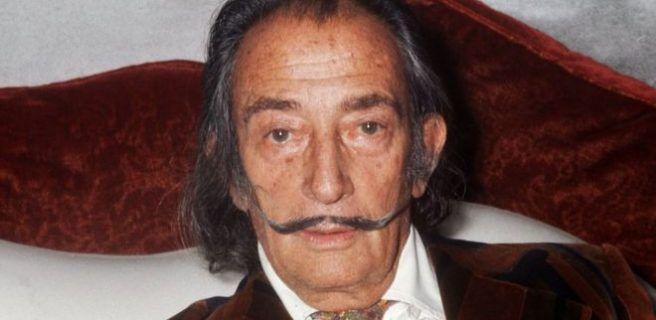 Por qué España decidió exhumar el cuerpo del pintor español Salvador Dalí más de 25 años después de su muerte