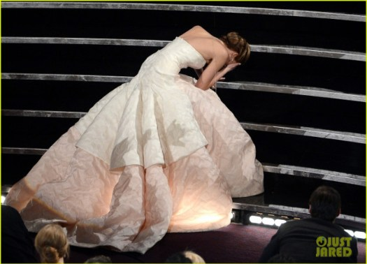 jennifer-lawrence-wins-best-actress-falls-on-stage-02