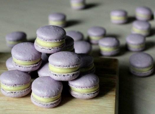 este fue un pedido muy especial de mini macarons rellenos de ganache de chocolate blanco y vainilla, deliciosos!
