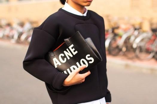 07-fashion+fcuker+judas+lee+neoprene+scuba+pullover+sweatshirt+other+stories+street+style+chic+ascne+rumor+tote+bag-865x576