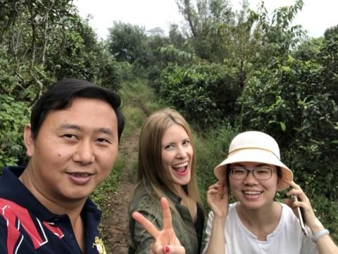 Victoria visitando la antigua ruta del té