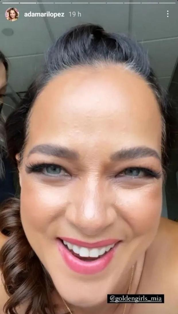 Adamari López shared a story proudly showing off her gray hair, one or another wrinkle in the back (Photo: Instagram / Adamari López)