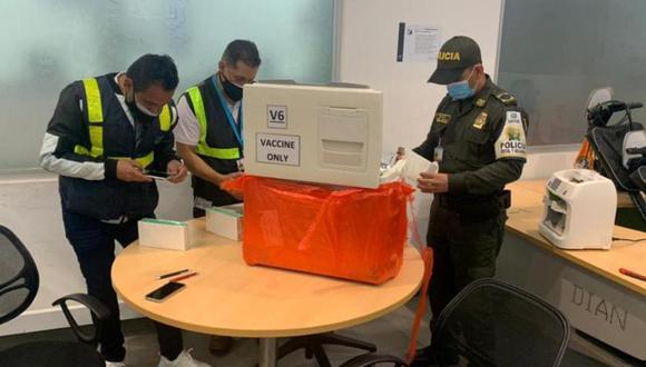 Una mujer intentó ingresar a Colombia cargamento de 70 vacunas contra el coronavirus.