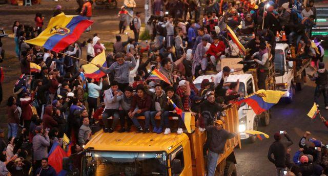 Varios miles de indígenas marcharon este lunes hacia Quito en un abierto enfrentamiento con el gobierno de Lenín Moreno, que decretó el estado de excepción e Ecuador. (Reuters)