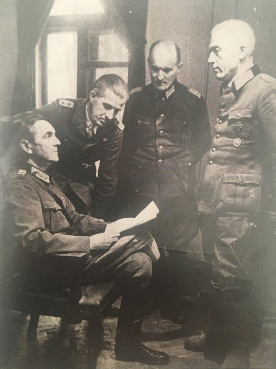 El 8 de agosto de 1944 Paulus habló en la Radio Alemania Libre.