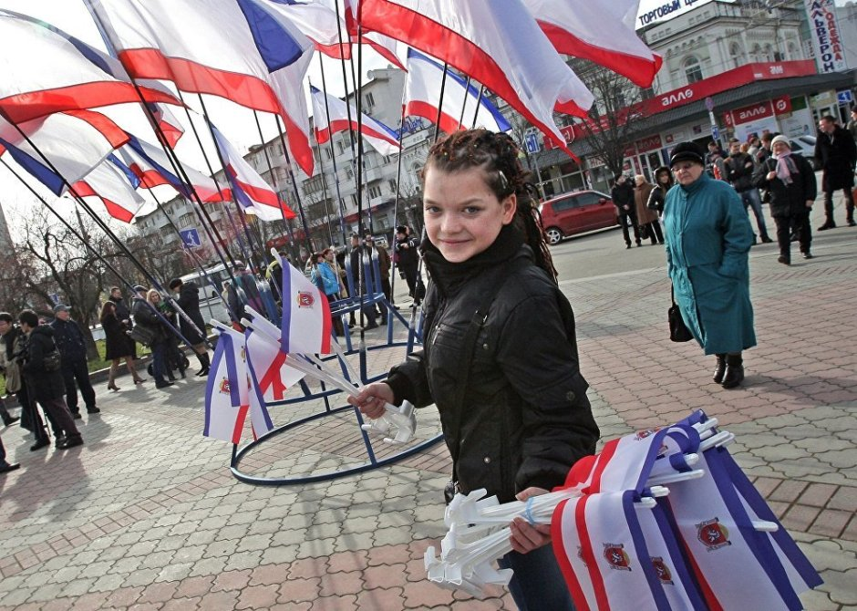 Simferopol votes in Crimea secession referendum