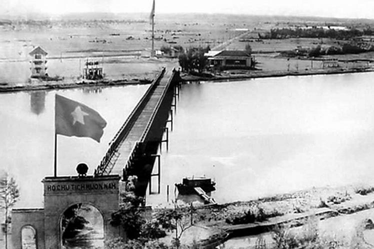 En 1954, las grandes potencias de la época acordaron partir a Vietnam en Norte y Sur. El río Ben Hai, que corre junto al Paralelo 17, era la línea divisoria