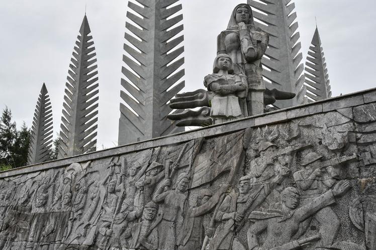 Los frisos representan las luchas de los vietnamitas