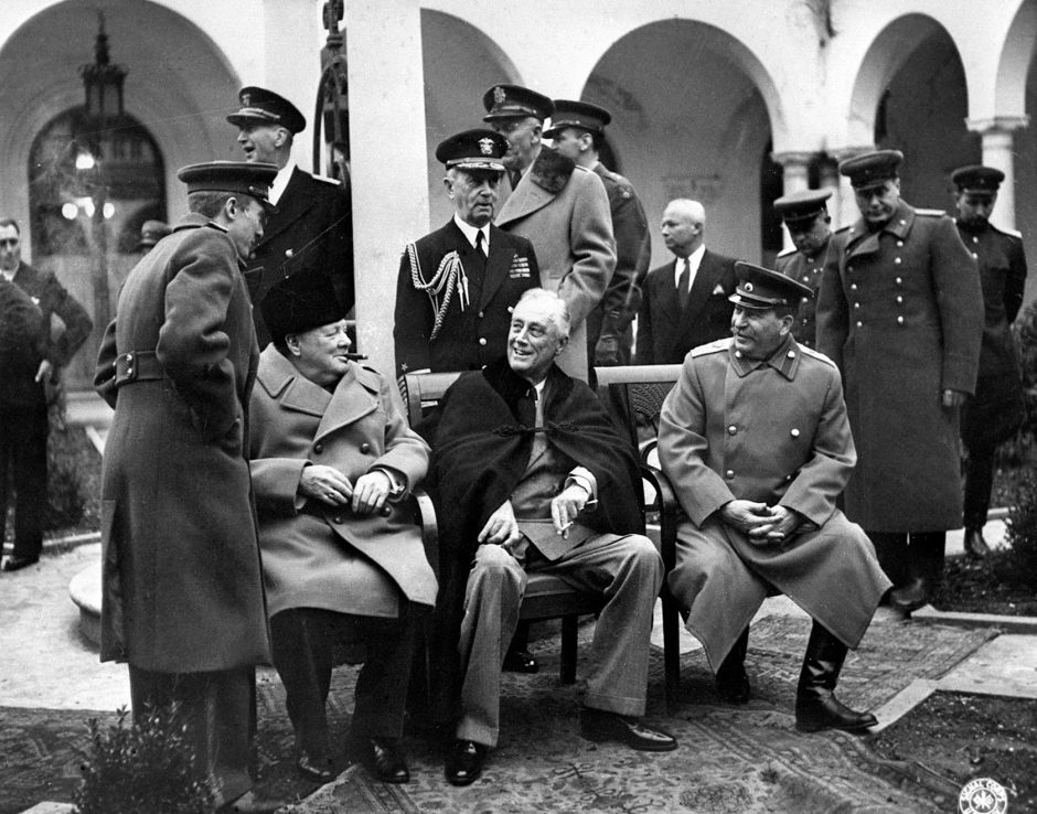 Iósif Stalin, Winston Churchill y Franklin D. Roosevelt reunidos durante la Conferencia de Yalta.