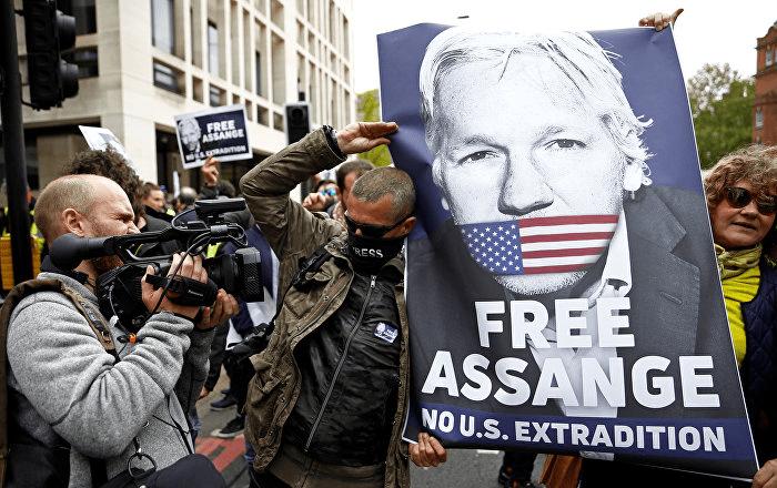 Assange denuncia su situación en una carta remitida desde la cárcel de Londres
