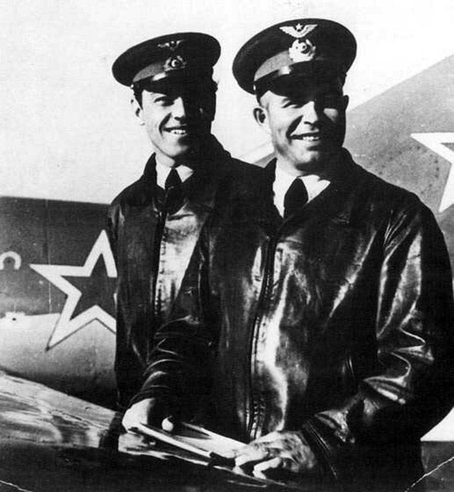 Ases soviéticos Nikolái Sutiaguin y Evgueni Pepeliáiev en Corea.