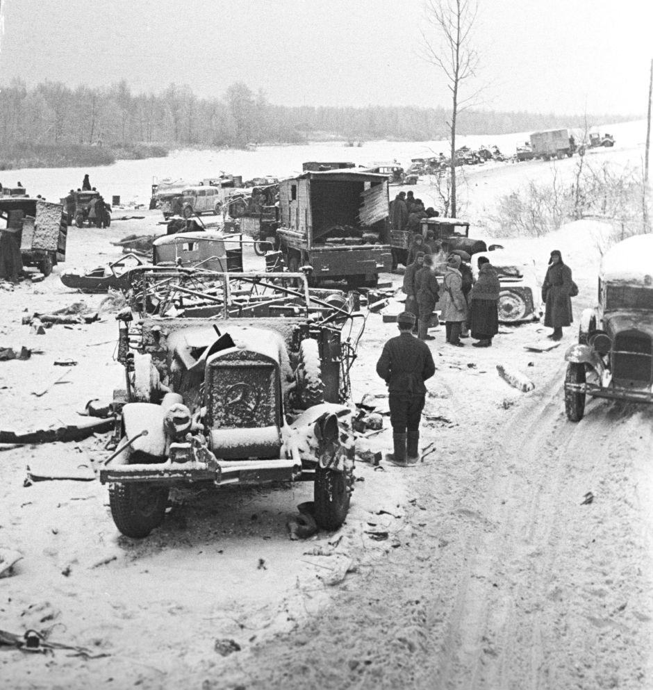 Maquinaria alemana destruida durante la batalla de Moscú en 1941